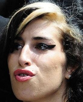 Amy Winehouse é acusada formalmente de agressão em teatro do Reino Unido