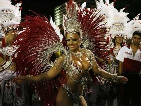 Rainha da bateria Viviane Araújo na concentração do desfile da escola de samba Salgueiro no Carnaval 2009