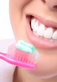 Escovas de dentes com dois ou três meses de uso podem ficar cheias de coliformes fecais se não forem higienizadas corretamente