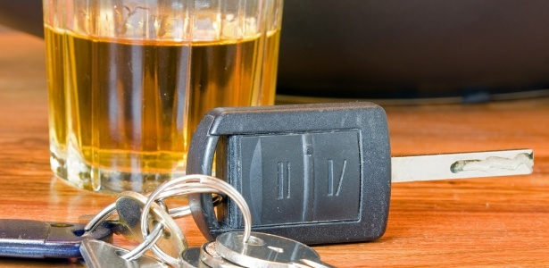 O organismo se livra de uma dose de álcool em uma hora, mas alguns fatores podem interferir nessa conta