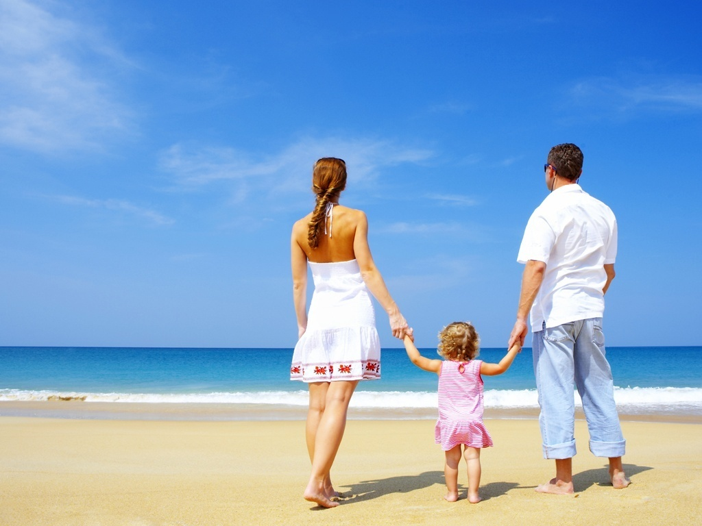 Resultado de imagem para mulher feliz com a familia