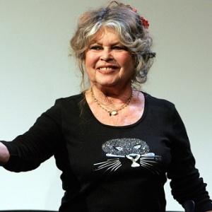 """A atriz francesa Brigitte Bardot se mostrou """"escandalizada"""" pela prisão do fundador da ONG Sea Shepherd, Paul Watson"""