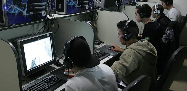 Usuários jogam e acessam a web em LAN house; estabelecimentos terão desconto em softwares