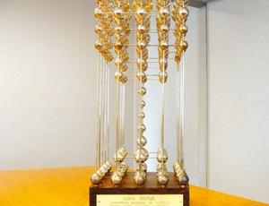 Com a liminar obtida pelo Fla, a Taça das Bolinhas, que seria entregue ao São Paulo, continua órfã