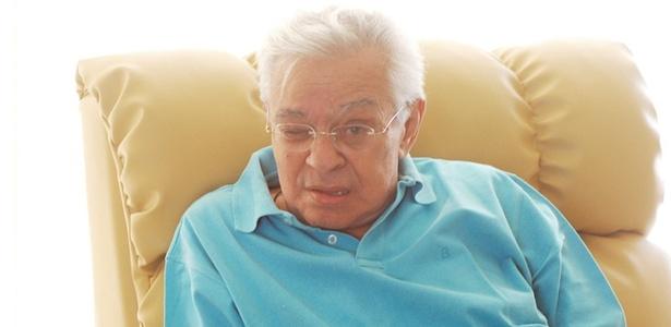 O humorista Chico Anysio posa para foto em sua casa na Barra da Tijuca, no Rio (15/3/07)