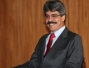 Ministro Luiz Sérgio, da pasta de Relações Institucionais, sofre pressão no cargo