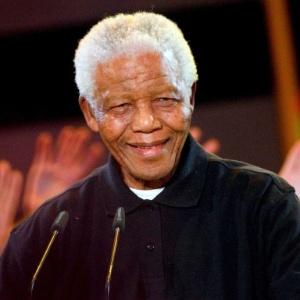 Nelson Mandela teve alta neste domingo