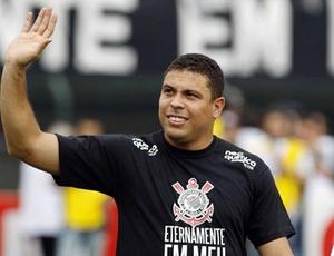 O atacante Ronaldo pode participar de uma partida amistosa envonvendo Flamengo e Corinthians
