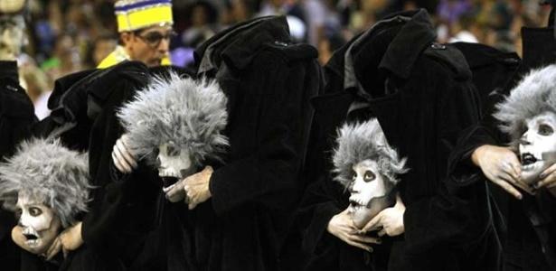 No desfile de 2011, integrantes da comissão de frente da Tijuca 'perderam a cabeça'