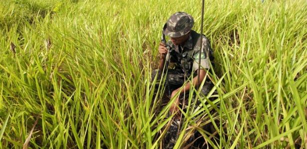 Militar busca, em 2009, ossadas de guerrilheiros mortos durante a ditadura, em São Geraldo do Araguaia