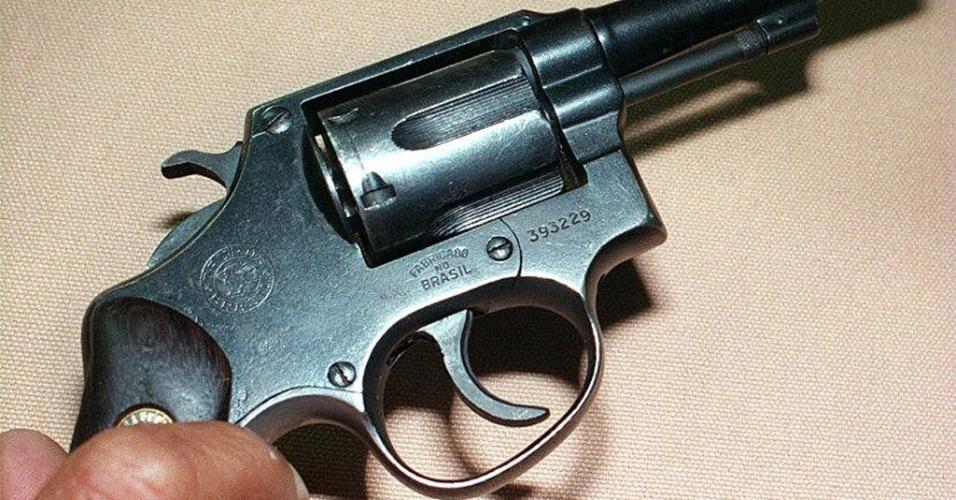 """Mídia indoor; wap; celular; TV; Arma; revólver; pistola; calibre 38; """"três-oitão"""";  """"canela seca""""; segurança; armamento; desarmamento; crime; Polícia Militar"""