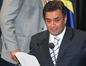 Senador Aécio Neves foi multado neste fim de semana por recusa em fazer teste do bafômetro