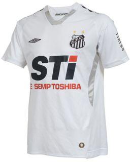 Camisa santista de 2009 tinha detalhes em cinza e contava com patrocinador  nada discreto 50393cf1c6418