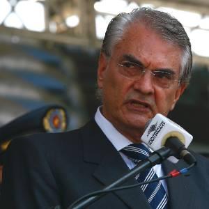 O secretário da segurança de São Paulo, Antônio Ferreira Pinto, durante cerimônia de entrega de novas viaturas para a Rota, em 2011