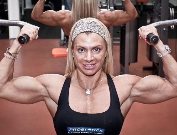 UOL Esporte acompanha treino de Andréa Carvalho, brasileira campeã mundial de fisiculturismo em 2005