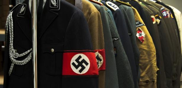 Uniformes com a suástica nazista serão leiloados nos EUA junto com diários e anotações do criminoso de gguerra Josef Mengele, conhecido como Anjo da Morte pelos experimentos médicos hediondos que conduzia em prisioneiros durante o nazismo