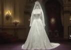 """Elizabeth 2ª ficou """"horrorizada"""" com exibição do vestido de noiva de Kate - BBC Brasil"""