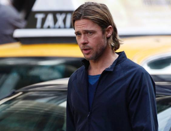 "Ator Brad Pitt durante as filmagens do longa ""World War Z"" em Glasgow, Escócia"