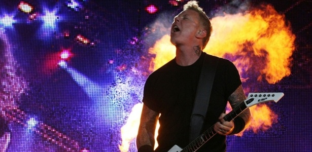 Vocalista James Hetfield, do Metallica, durante a terceira noite de shows do Rock In Rio (25/09/2011)