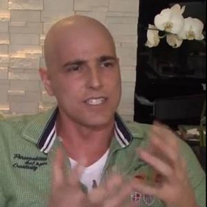 Ator Reynaldo Gianecchini, diagnosticado com câncer linfático em agosto, dá um depoimento para a Abrale (Associação Brasileira de Linfoma e Leucemia)