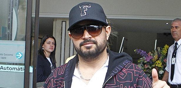 Cantor Luciano diz que teve crise de gosta, mas que já está bem