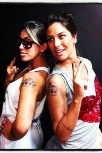 ...selaram sua amizade com uma tatuagem identica desenho forma coroa.