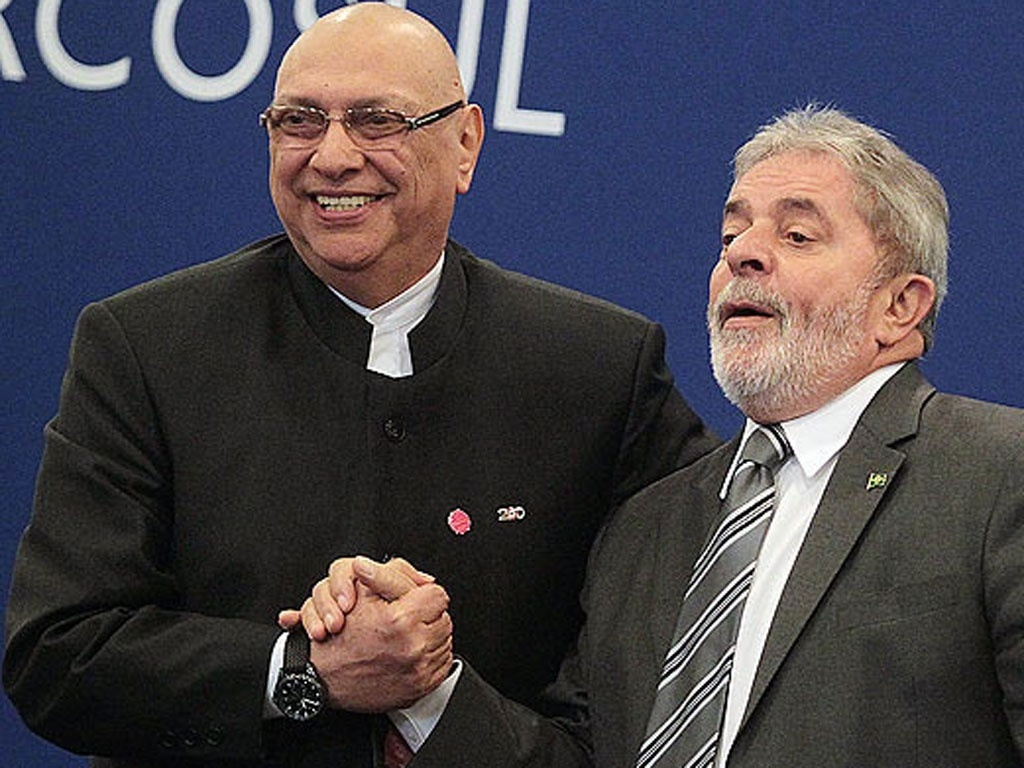 Presidente do Parguai, Fernando Lugo, e Lula, antes de o brasileiro receber diagnstico de cncer