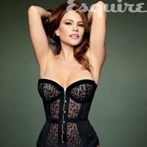 Atriz Sofa Vergara posa de lingerie para a revista Esquire