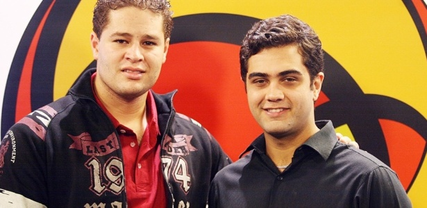 Pedro (� esq.) e Thiago no est�dio do UOL (2009)