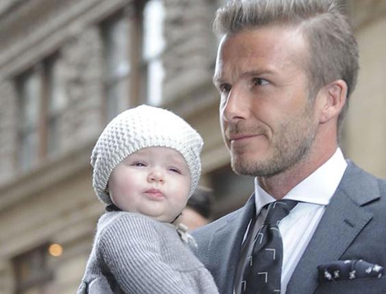 David Beckham e a filha Harper Seven, que foi convidada para estrear como modelo por uma grife infantil