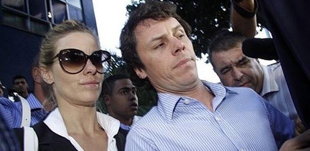 Carolina Dieckmann e o marido, Tiago Worcman deixam delegacia de polícia, no Rio