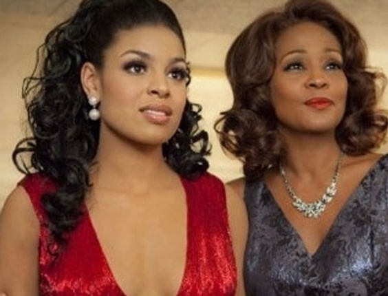 Cantoras Jordin Sparks e Whitney Houston em cena do filme 'Sparkle'