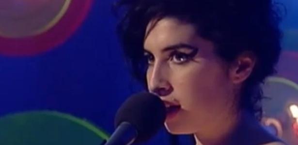 Trecho de show de Amy Winehouse em capela na Irlanda