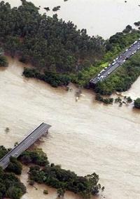 Em janeiro, o desabamento da ponte da rodovia RS-287, sobre o rio Jacuí, em Agudo, no Rio Grande do Sul, deixou 5 mortos