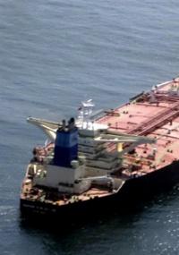 Navio petroleiro grego 'Maran Centaurus', libertado após ter sido sequestrado por 50 dias por piratas somalis