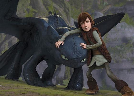 O protagonista Soluço faz amizade com um dragão em Como Treinar seu Dragão, animação da Dreamworks