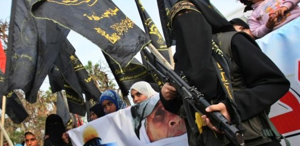 Palestinos protestam contra o plano de colonização de Israel em Jerusalém