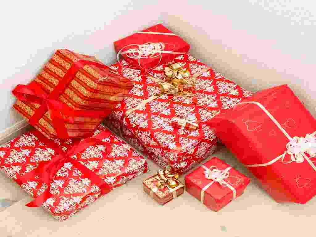 Mídia indoor, economia, presente, compra, aniversário, natal, comemoração, festa, feriado, objeto, luxo, fita, laço, embrulho - Shutterstock