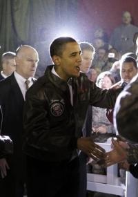 Obama se reúne com militares americanos no Afeganistão