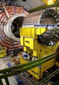 O colisor de partículas é o aparelho que simula o Big Bang, teoria da origem do Universo