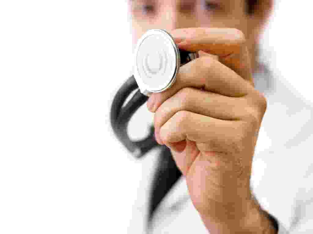 mídia indoor, ciência e saúde, coração, cardíaco, doença, estetoscópio, médico, medicina, plano de saúde, boa forma, saudável, cardiologista, infarte, cura, diagnóstico, emergência, exame, hospital, tratamento, pesquisa, ataque - Shutterstock