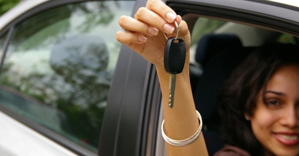 mídia indoor, economia, carro, automóvel, veículo, compra, negócio, habilitação, empréstimo, crédito, juro, comprar, dirigir, vender, direção, motorista, chave, carteira, venda