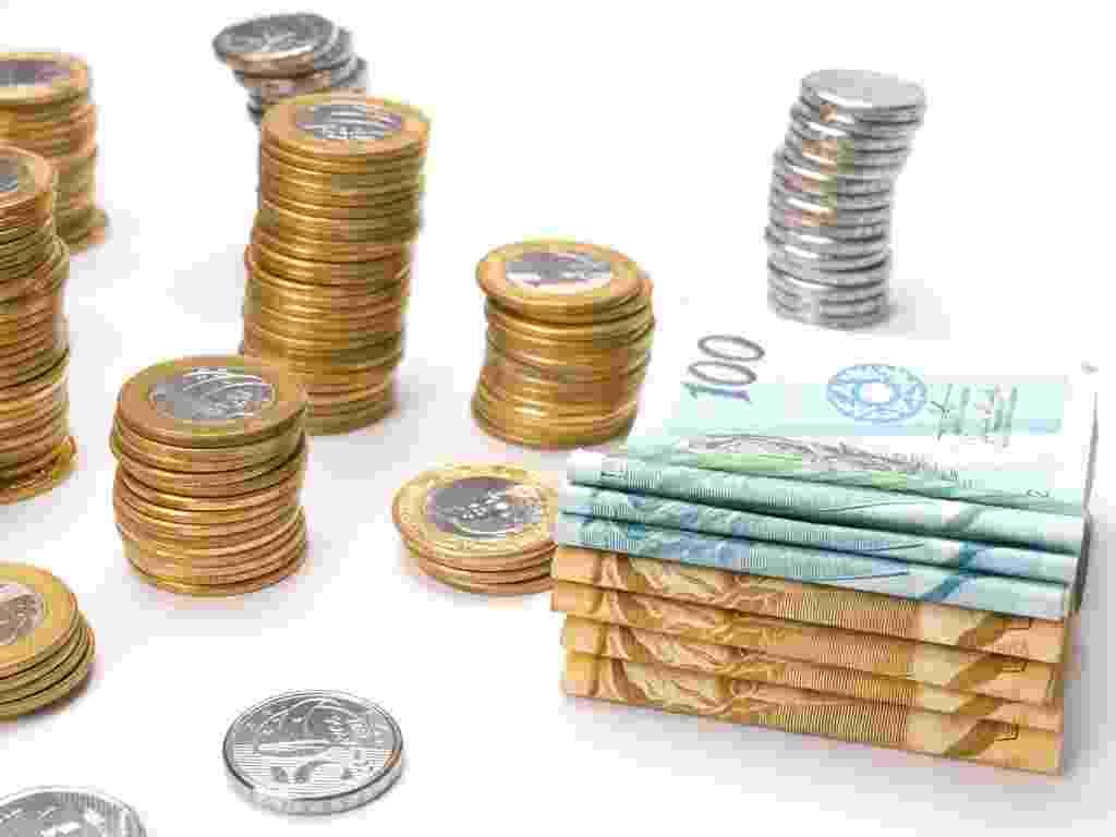 mídia indoor, economia, crescimento, brasil, banco, dinheiro, juro, depósito, renda, espréstimo, crédito, poupança, negócio, aumento, alta, moeda, cédula, finanças, salário, investimento, imposto, mercado, preço, comércio, carteira, real - Shutterstock