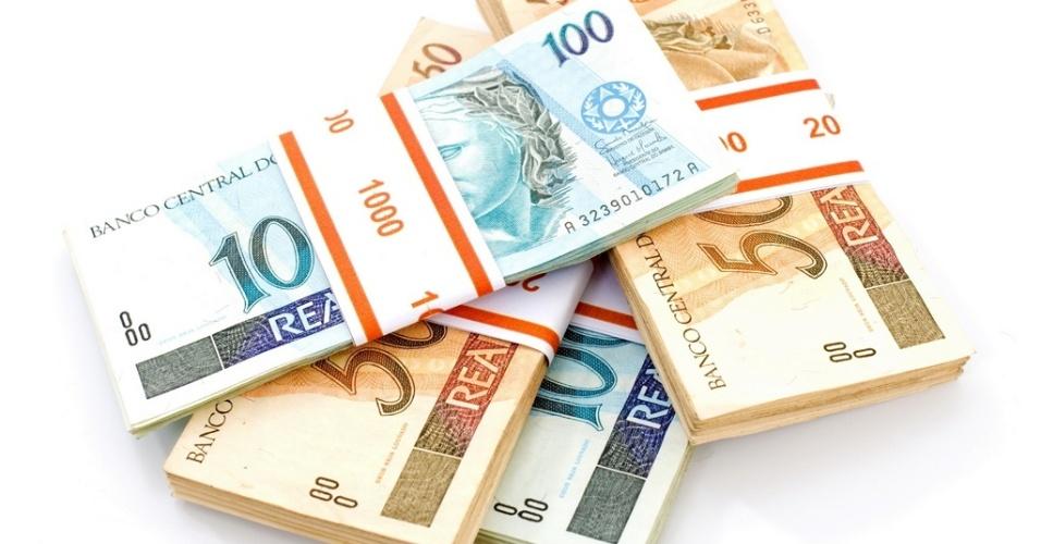 cédulas de dinheiro, notas de cinquenta reais, notas de cem reais