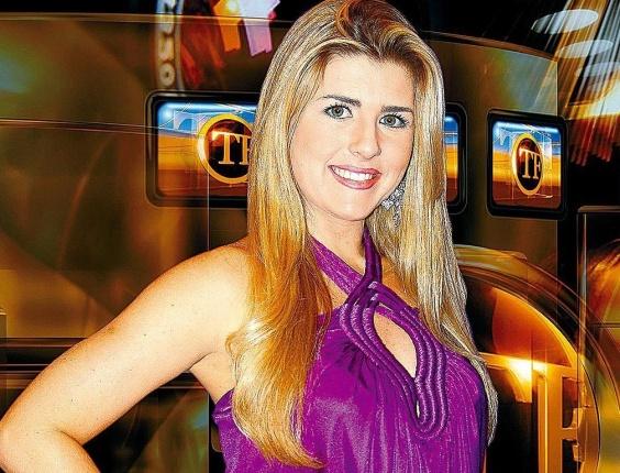"""Íris Stefanelli durante gravação do programa """"TV Fama"""" (Rede TV!)"""