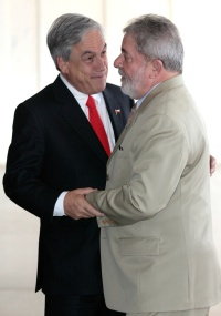 Presidente do Chile, Sebastian Piñera, cumprimenta o presidente Lula durante encontro em Brasília