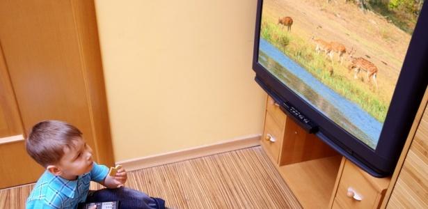 Estudo conclui que existe forte correlação entre exposição excessiva de crianças à televisão e comportamentos anti-sociais de jovens adultos