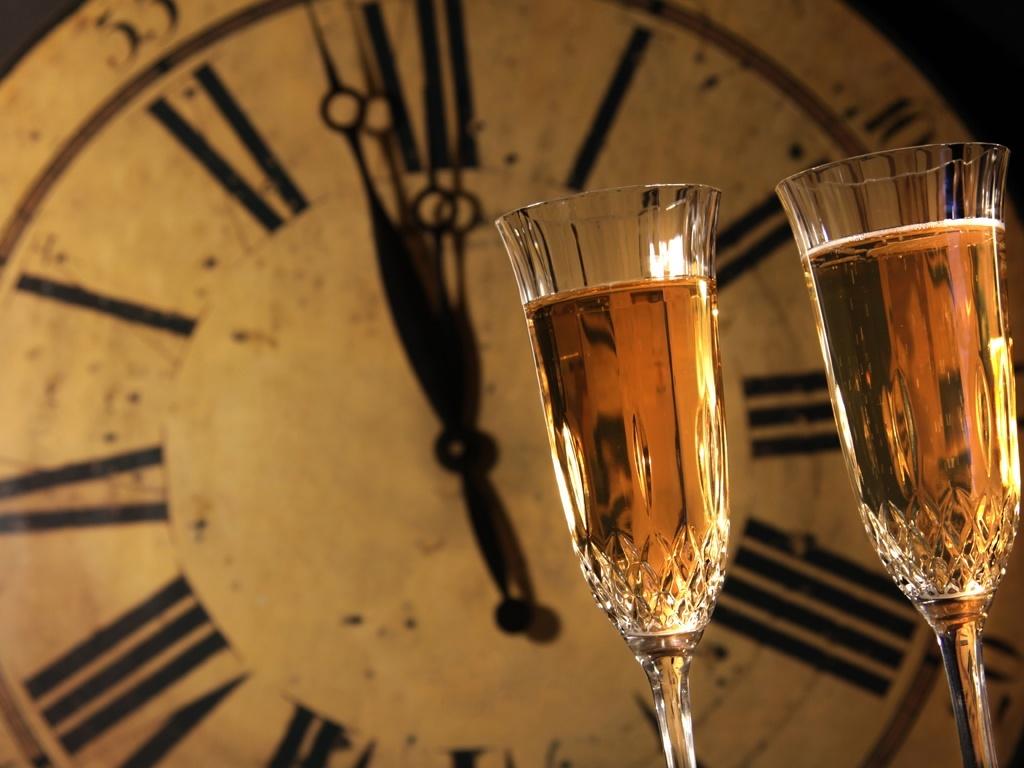 Champanhe deve ser servido em taça inclinada, comprova estudo - 27/12/2010  - UOL TILT