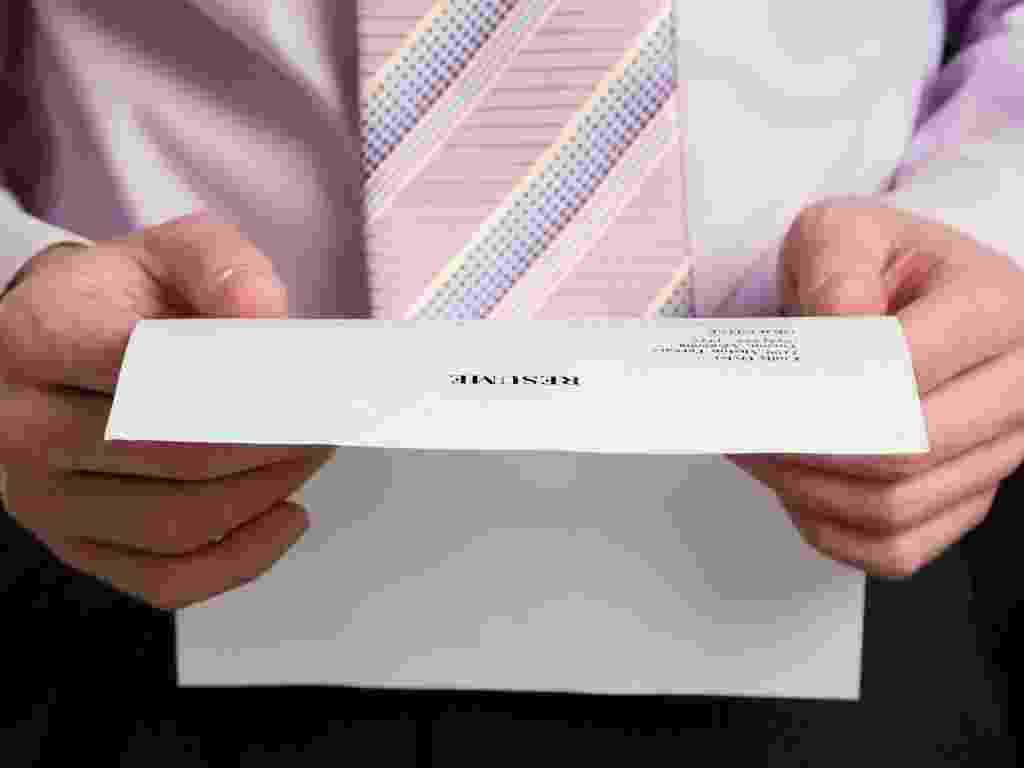 Mídia indoor, emprego, currículo, seleção, processo, trabalho, candidato, universidade, formando, profissional, mercado, oportunidade, qualificação, contratar, contrato, empresa, homem - Shutterstock