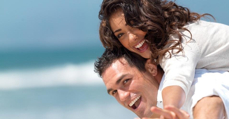 Mídia indoor, casal, união, diversão, férias, namoro, paixão, comportamento, feliz, praia, mar, sorriso, viagem, casamento, lua de mel, passeio, romântico, amor, abraço, carinho, estilo, natureza, ar livre, casamento, relacionamento